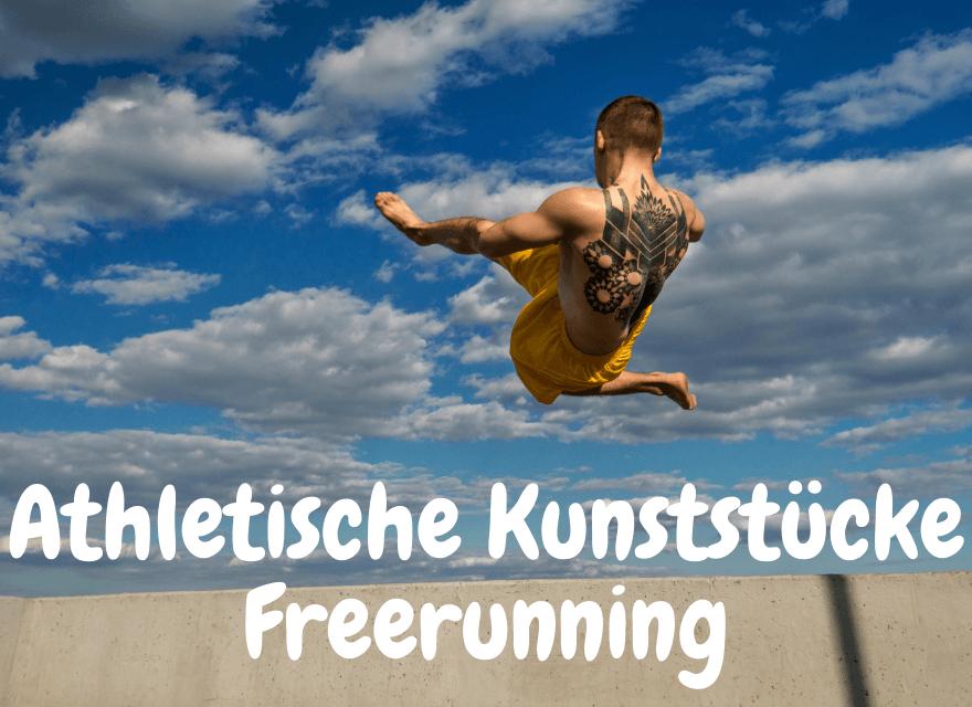 Ein Mann macht ein Salto mit einer Schraube am Strand - Athletische Kunststücke Freerunning