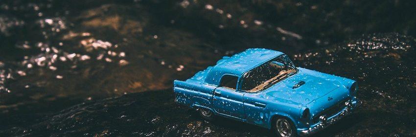 Crack aus einem Auto und einem Floss