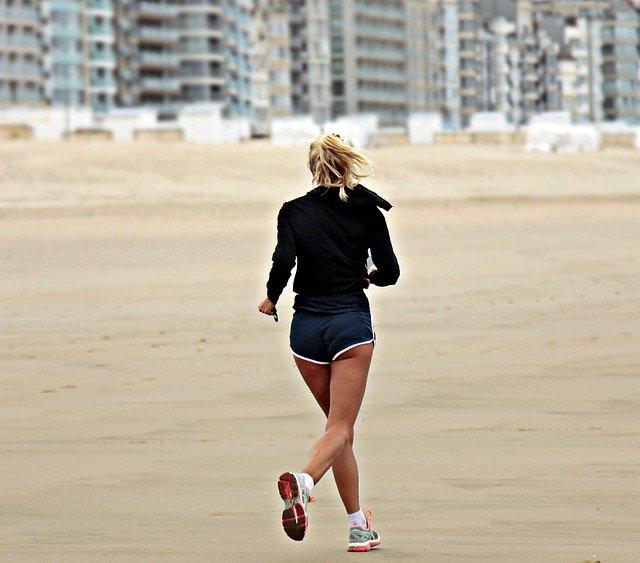 Frau am Joggen - Effizient Laufen - Besser Laufen mit Wissenschaft